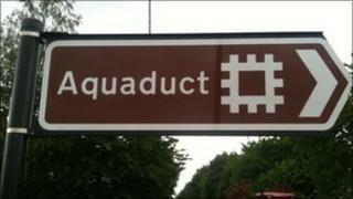 Aqueduct road sign