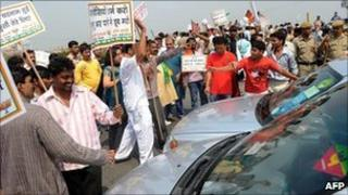 BJP activists protest against petrol price hike in Delhi on 16 May 2011