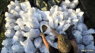 A woman ties sandbags together in Stephensville, Louisiana, on 15 May 2011
