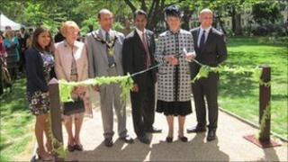 Duchess of Bedford cuts the ribbon at Tavistock Square
