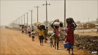 Civilians fleeing Abyei in Sudan