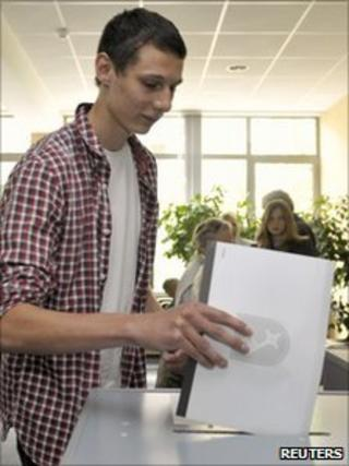 Johann Linnert, 16-year-old son of Green candidate Karoline Linnert, casts his ballot in state elections in Bremen, 22 May 2011