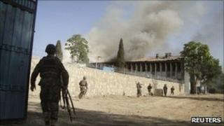 Afghan soldiers run to surround the police traffic department building in Khost