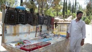 handicrafts vendor - shimla hills