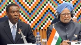 India's Prime Minister Manmohan Singh (right) and Equatorial Guinea President Teodoro Obiang Nguema at the 2nd Africa-India Forum Summit