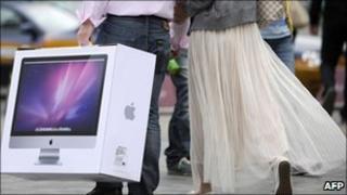 Apple computer buyer, AFP/Getty