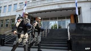 Serbian police outside Belgrade court for war crimes