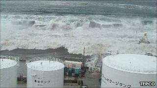 Tsunami waves hits Fukushima Daiichi power plant (11 March)