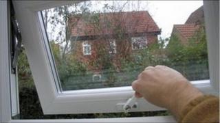 Hand opening window