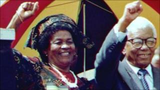 Albertina Sisulu with her husband Walter after his release from jail in 1989 (archive shot)