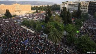 Crowd in central Athens, 5 Jun 11