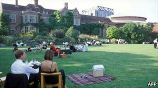 Opera-goers at Glyndebourne