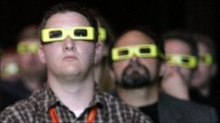People watching in 3D