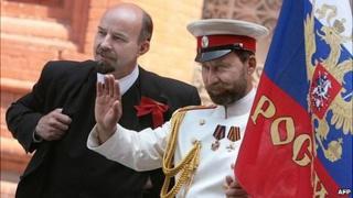 """Vladimir Lenin"" (left) and ""Tsar Nicholas II"" pose on Red Square, July 2008"