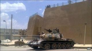 Mobile phone image reportedly showing an army tank deployed in the eastern province of Deir al-Zour, Syria, 14 June 2011