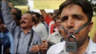 Pakistani journalists protest in Karachi on 3 June 2011 against the killing of journalist Saleem Shahzad