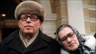 Andrei Sakharov (left) and his wife Yelena Bonner in Moscow, file pic from 1987