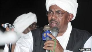 Omar al-Bashir addresses supporters in Port Sudan (21 June 2011)