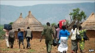 People fleeing their homes in South Kordofan (28/06/11)