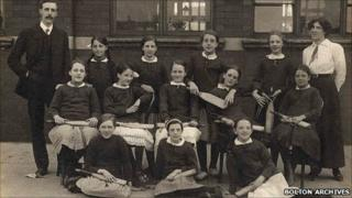 Tonge Fold Council School rounders team, 1914 (c) Bolton Library, Museum and Archives