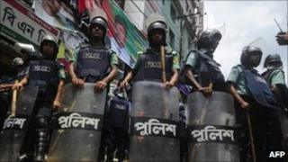 Police in Dhaka (June 2011)