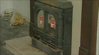 Solid fuel heater