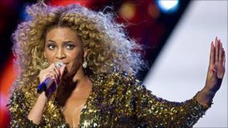 Beyonce performs at Glastonbury