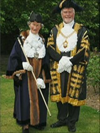Canterbury mayoral robes