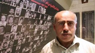Fahid Abu al-Haj in the Abu Jihad Museum for the Prisoners' Movement