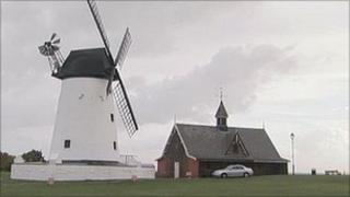 Lytham windmill with damaged sail arms