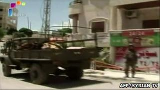 Syrian troops in Jisr al-Shughour (Image grab from Syrian state television on 14 June)