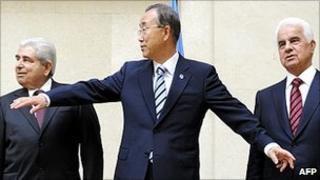 UN Secretary-General Ban Ki-moon (centre) in Geneva with Cyprus leaders, 7 Jul 11