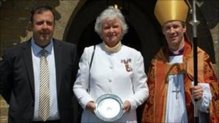 Lady Mary Holborow with her award alongside Sir John Trelawny and Bishop Tim Thornton