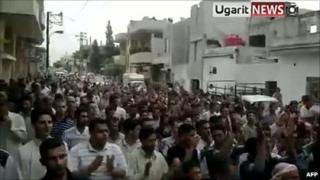 Video purportedly showing anti-government protest in Hama (8 July 2011)