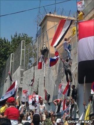 Pro-Assad protesters attack the US embassy compound in Damascus, 11 July (Photo: Syrian news website Shukumaku)