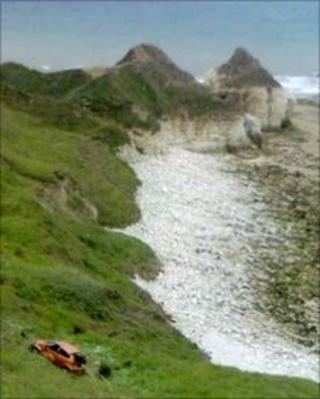 Flamborough cliff car rescue