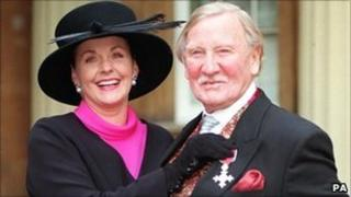 Angela Scoular with her husband Leslie Phillips in 1998