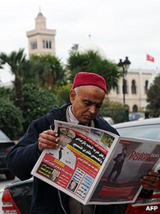 Tunisian newspaper reader