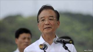 Chinese Premier Wen Jiabao (C) delivers a speech at a news conference held at the site of the train accident in Wenzhou, Zhejiang province July 28, 2011.