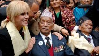 Actress Joanna Lumley with Tul Bahadur Pun VC