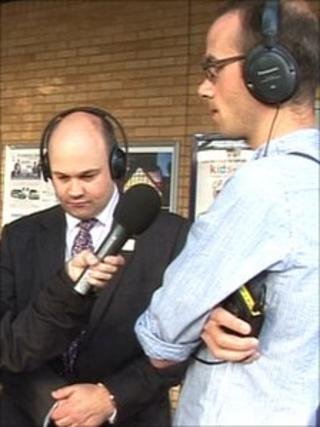 Mark Hopwood (l) with Dominic Utton at Oxford train station