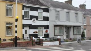 Michael Rees house in Swansea FC colours