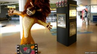 Alex the lion battle exhibit