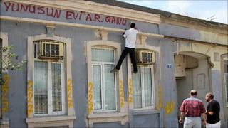 Man spray-painting building