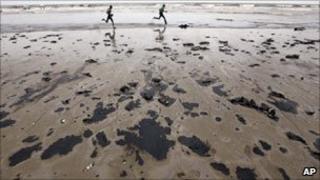 Oil spill in Mumbai on 7 August 2011
