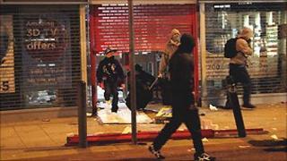 People looting in Clapham