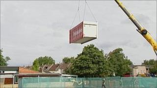 Temporary classroom being lifted into place in Easton, Bristol