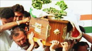 Rajiv Gandhi's coffin in 1991
