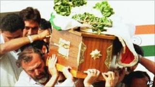 Rajiv Gandhi's coffin in 1991