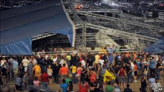Stage collapse in Indianapolis, Indiana (13 Aug 2011)